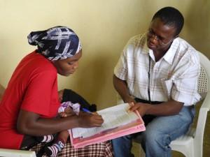 Malaria Consortium's Senior Technical Malaria Officer, Osita Okonkwo, interviews Fatima Abdulwahab from Wuse District, near Abuja, to hear her views on using mosquito nets.