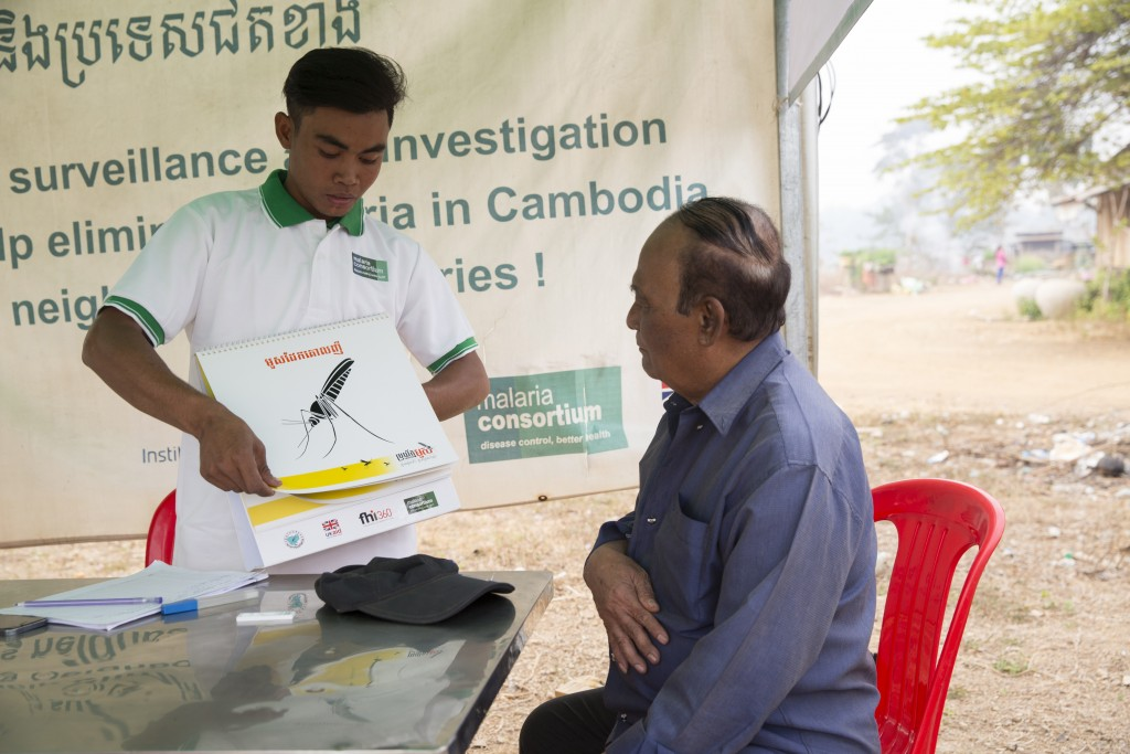 Mobile malaria worker, Dom Sophat, teaches people at risk of malaria about the disease in O'svay by the Laos/Cambodia border (Photo: Luke Duggleby)