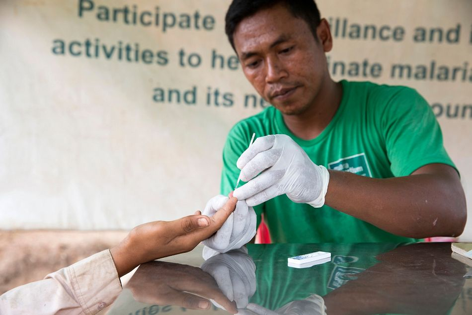 pemMobile malaria worker Chhoceung Thy tests a young woman who has crossed the LaosCambodia border after travelling in areas of high infectionemp