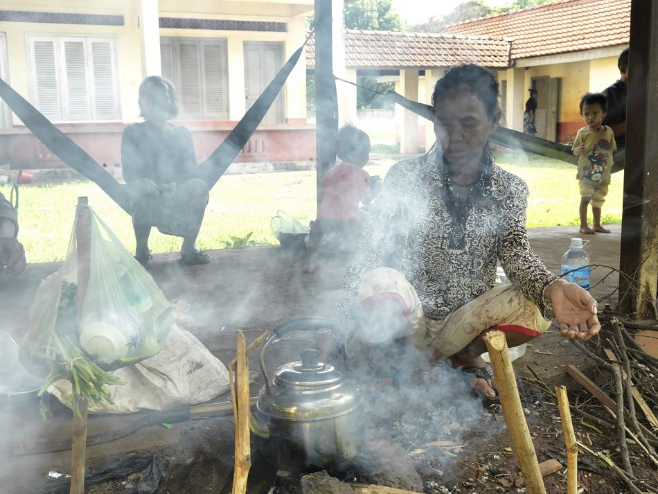 pA family visitor cooked on an open fire at Banlung Hospital It is the only referral hospital in Banlung district From January to March 2015 around 100 pneumonia cases in children under five years old were diagnosed and treatedbr br Copyright Malaria ConsortiumPeter Catonp