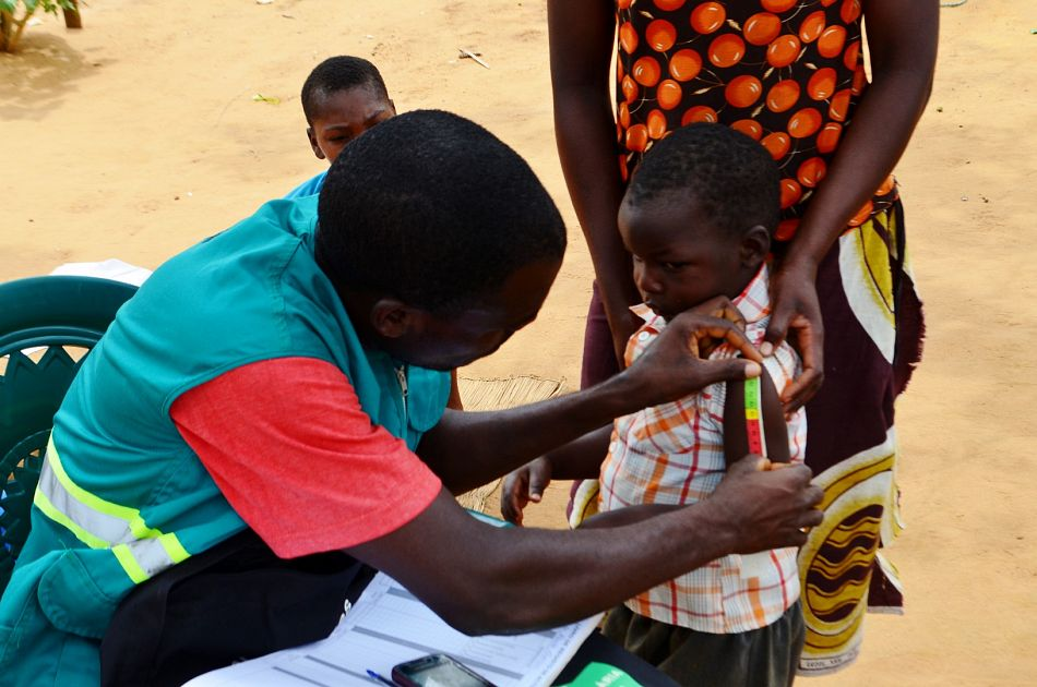 pFernando is a community health worker or Agente Polivalente Elementare as they are known locally in Mozambique As part of his work he visits remote communities in Morrumbene district Inhambane province that are often far from health centres and provides basic healthcare for the most common childhood conditions such as malaria pneumonia diarrhoea and malnutrition Malaria Consortium works in Mozambique and other subSaharan African countries to train community health workers as well as improve their motivation and retention to ensure that remote communities have proper access to health servicesp