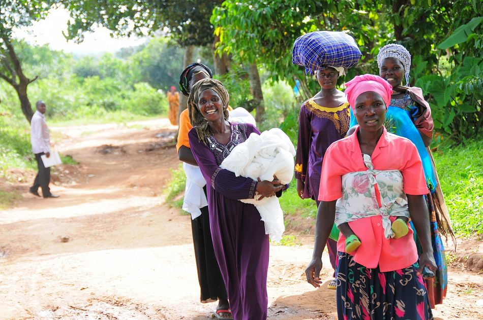 pThe use of long lasting insecticide treated nets greatly reduces the risk of being infected with malaria We work with governments partners and the private sector in order to ensure that distributions are effective and farreaching Recently Malaria Consortium led the distribution of 21 million nets in Uganda leading to nearuniversal coveragep