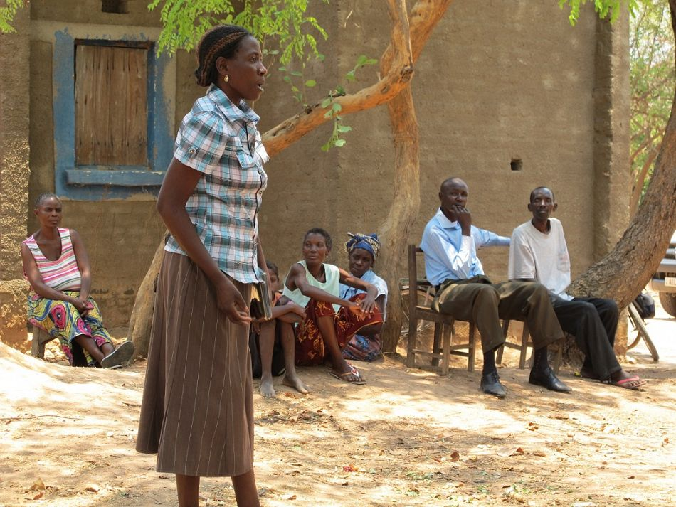 pldquoWhat I like about the community dialogue is that it is open to everybody every community member and it brings out issues such as traditional practices to discuss them openly I noticed that people are eager to learn to know about the diseases and they are interested to know what actions they can take They ask a lot of questions The flash cards are very helpful because they show the route to keep the child healthy and the different steps on this route Because they can visualise with pictures it is easier for them to understand and to rememberrdquo em Kaulu Headwoman in Mukomansala villageemp