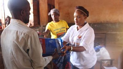 Malaria Consortium Mozambique Director, Sonia Gwesela, assisting in the distribution of nets