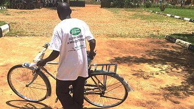 After the ceremony, they return to their villages. These new bicycles will allow them to reach more households each day and, therefore, treat more people who have malaria, pneumonia or diarrhoea in the community.