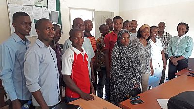 Sensitisation meetings were conducted in each of the four target districts to orient and engage the heads of all health facilities in the districts – and their respective community representatives – on the objectives and activities of the project, and selection criteria of the facilitators. Here you can see the participants in Mogovolas district.